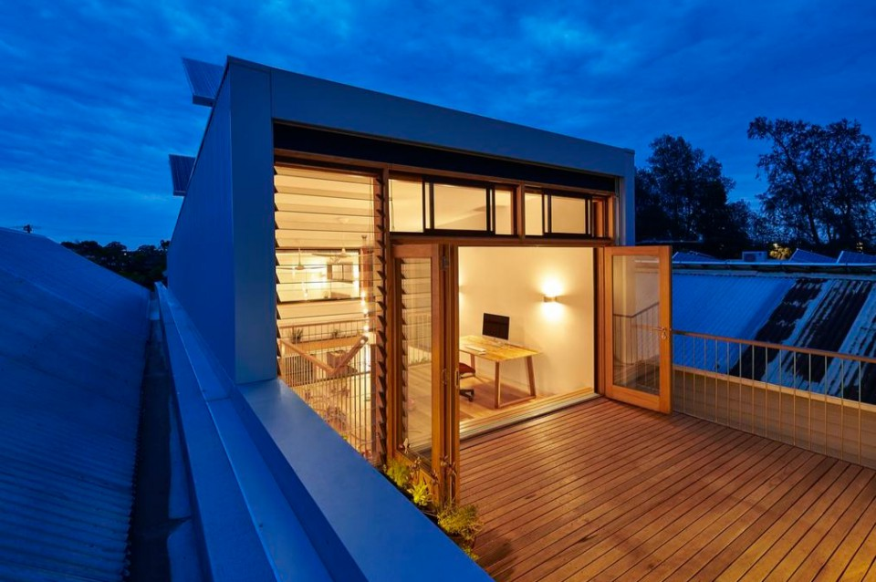 Ventilasi Rumah Minimalis 2 Lantai  rumah memanjang yang diapit bangunan ini punya trik agar