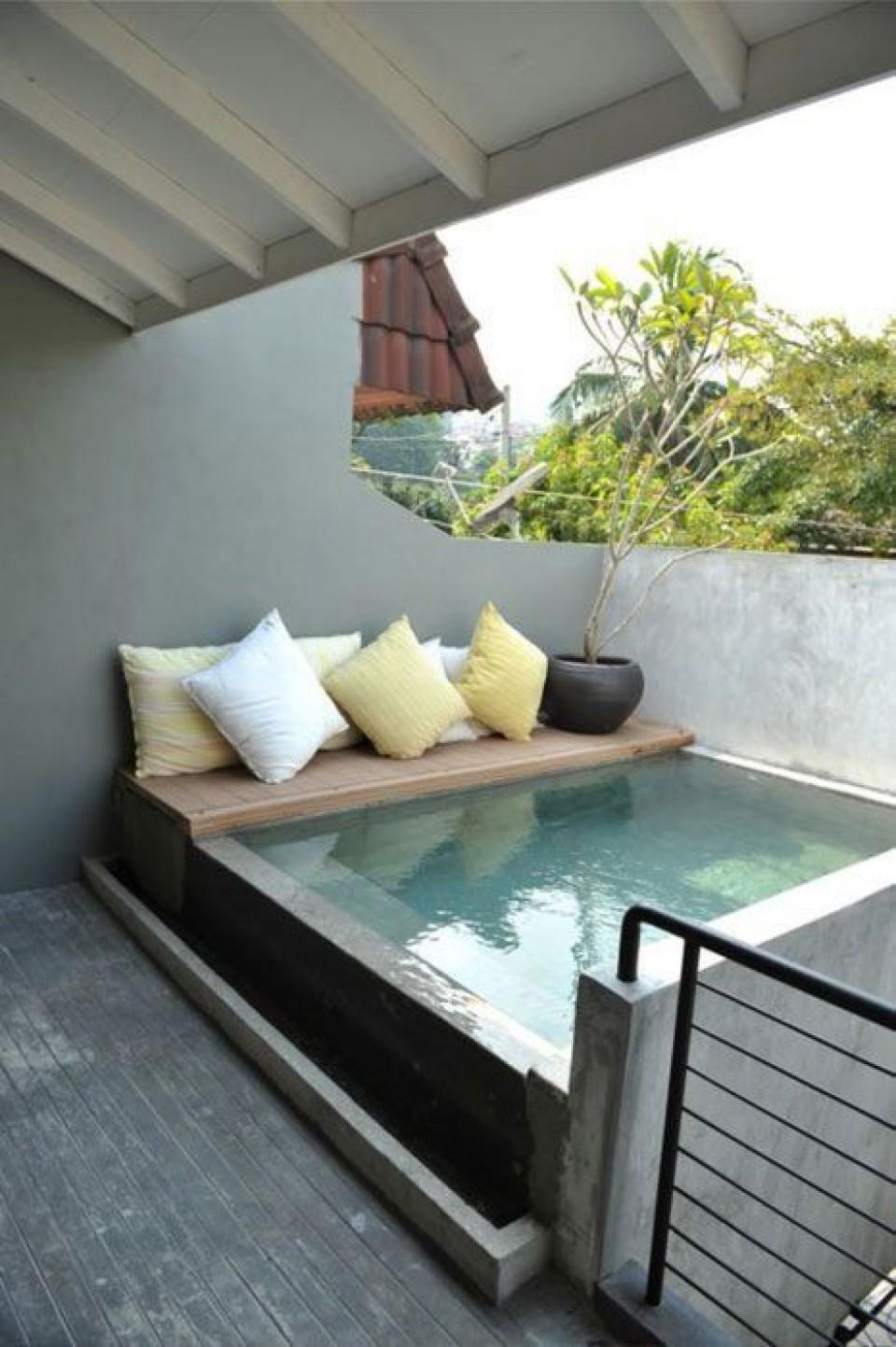 12 Desain Mini Pool: Kolam Kecil di Rumah Untuk Sekedar