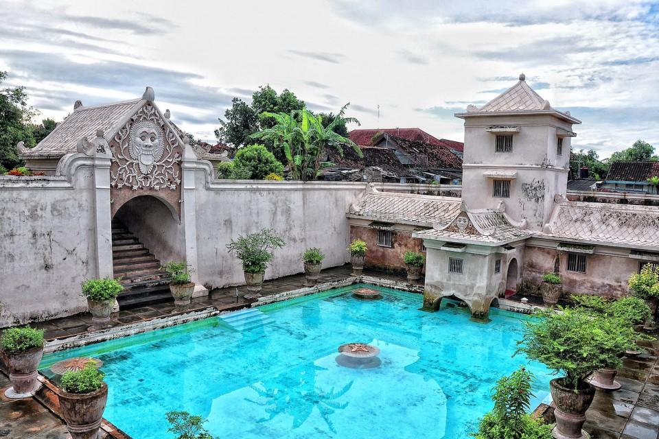 5992c3476a09d - Tempat Bersejarah Wisatawan di Indonesia