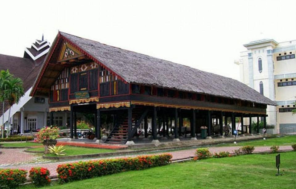 10 Rumah Adat Indonesia Yang Memikat Ini Menunjukkan Bahwa