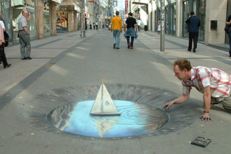 Lukisan 3d Ini Dibikin Di Jalanan Kamu Yang Melihatnya Pasti Akan Berhenti Sejenak Untuk Berfoto Disini Furnizing