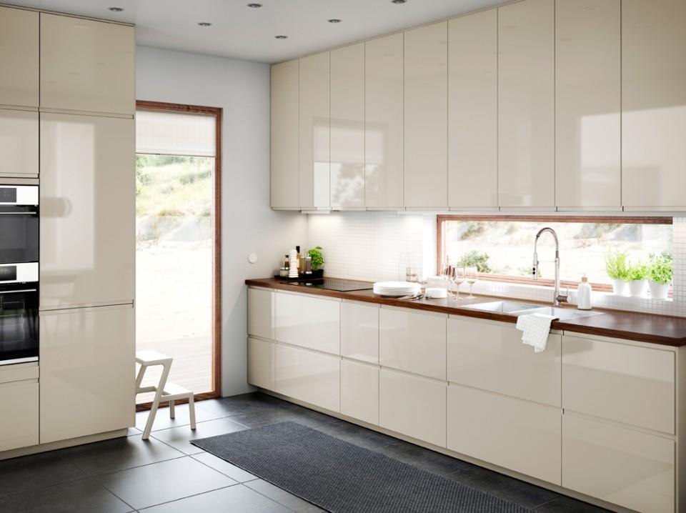 Warna Yang Kontras Dan Mencolok Akan Menjadi Point Of View Pada Dapur Minimalis Satu Ini