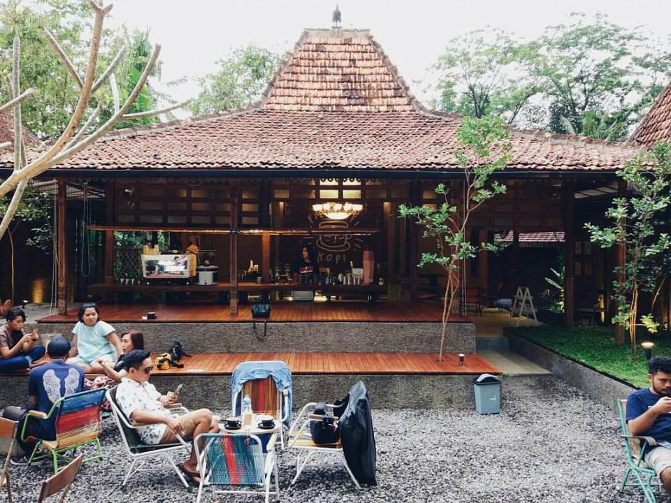 Coffee Shop Di Yogyakarta Dengan Desain Unik Yang Pas Untuk Nongkrong Dan Foto Hitz Instagram Furnizing