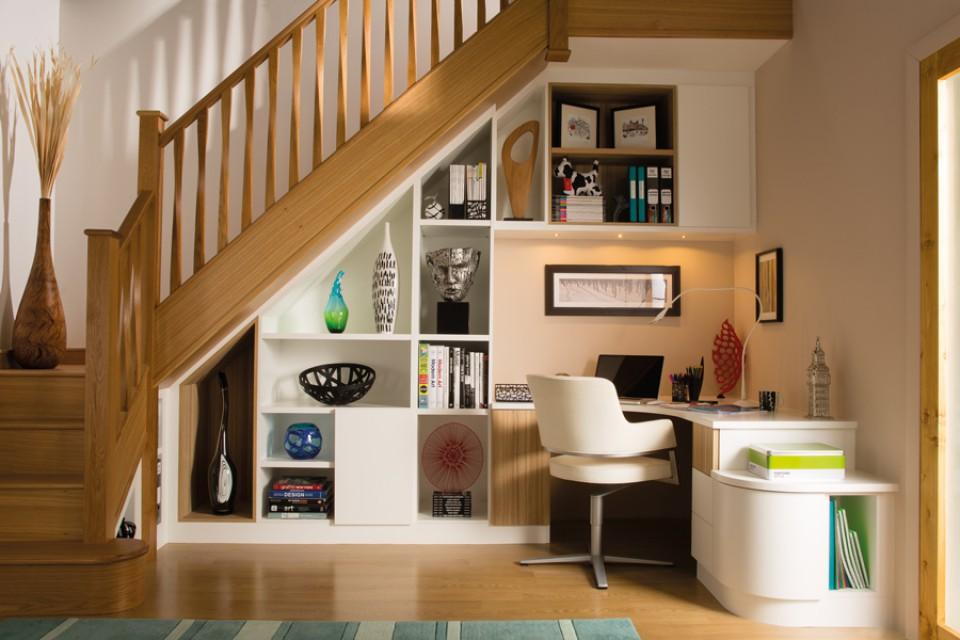 Berbagai Inspirasi Desain Pemanfaatan Ruang Bawah Tangga Yang Membuat  Hunian Lebih Nyaman - Furnizing