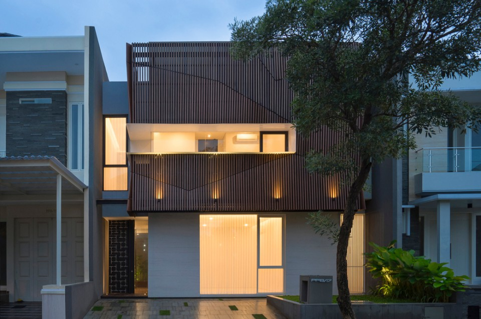 S House Rumah Di Surabaya Yang Punya Konsep 7 Area Terbuka Hijau Dalamnya Loh
